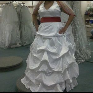 Wedding dress with all accessories Size 18